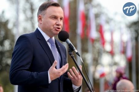 Prezydent w Oświęcimiu: Budujemy wolną Polskę i wolne sądy.