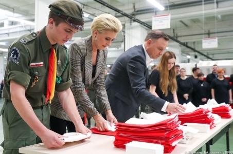 Prezydent: W najbliższą niedzielę spotkajmy się pod biało-czerwonymi flagami.