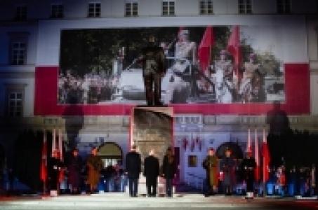 Premier na uroczystości odsłonięcia pomnika Prezydenta RP śp. prof. Lecha Kaczyńskiego.