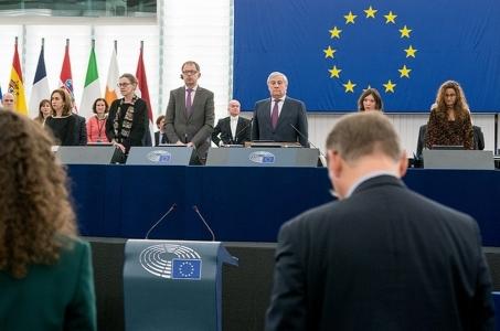 Szef Parlamentu Europejskiego uczcił minutą ciszy ofiary przemocy w Europie.