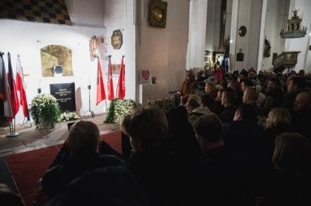 Tłumy na mszy wieczornej w Bazylice Mariackiej żegnały prezydenta.