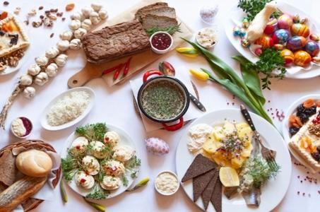 Wielkanoc w domu, potrawy z restauracji.