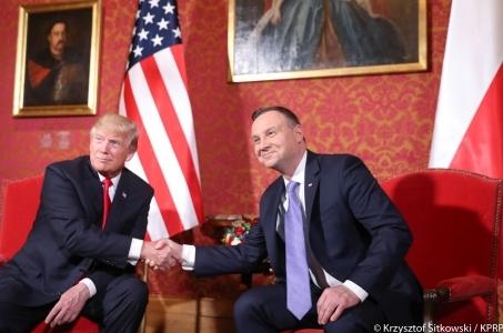 Amerykański Prezydent Donald Trump przyjął zaproszenie od Andrzeja Dudy do ponownego odwiedzenia Polski.