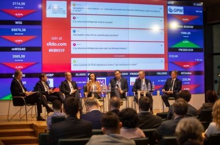 Debata Banku Pekao: sztuczna inteligencja nie zastąpi doradcy w bankowości.