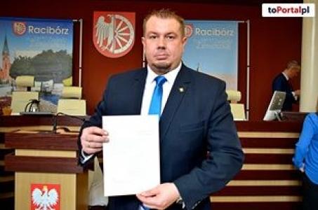Powiat Raciborski przekazuje 40 laptopów podległym jednostkom oświatowym.