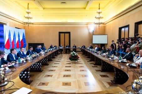Spotkanie premiera Mateusza Morawieckiego z przedstawicielami ugrupowań parlamentarnych.