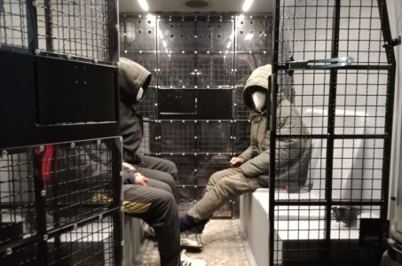 Przyjechali nielegalnie do Polski ukryci w samochodach ciężarowych.