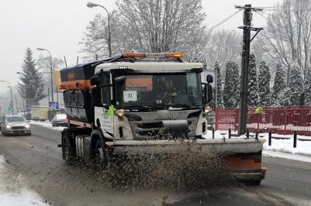 Warszawa.  Akcja Zima: odśnieżamy 1500 km dróg.