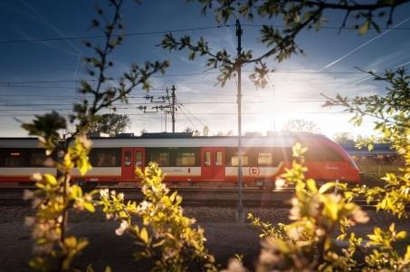 Ruszyła produkcja 21 nowoczesnych pociągów dla warszawskiej Szybkiej Kolei Miejskiej.