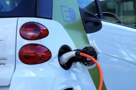 Stały Komitet Rady Ministrów przyjął projekt ustawy o zmianie ustawy o elektromobilności i paliwach alternatywnych oraz niektórych innych ustaw.